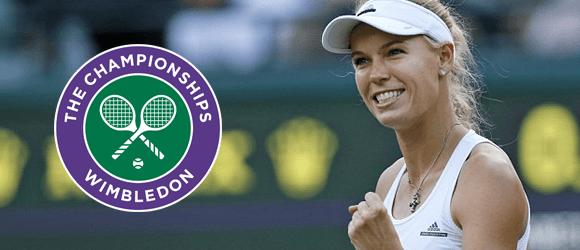 Caroline Wozniacki sammen med logoet for tennisturneringen Wimbledon