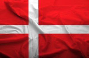 Det danske flag, der bølger i vinden