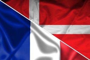 Det danske og det franske flag sat sammen til et flag forud for mødet ved VM i Rusland