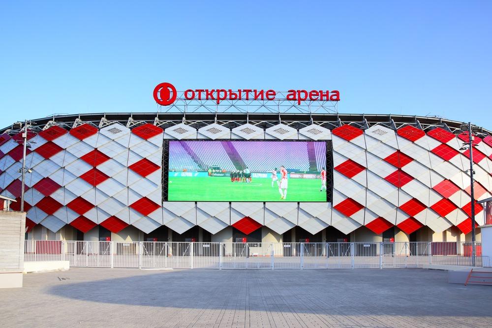 Spartak Moskvas hjemmebane Otkritie Arena set udefra på en solskinsdag.