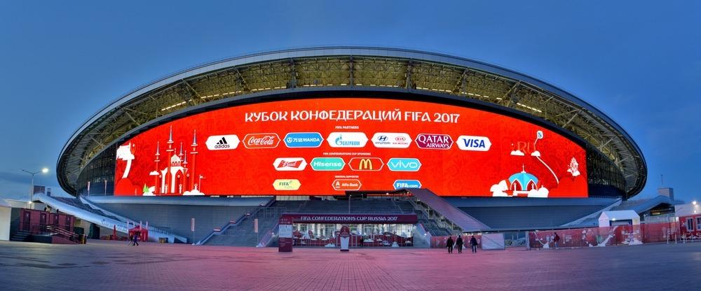 VM 2018-stadionet i Kazan set udefra om natten under Confederations Cup 2017