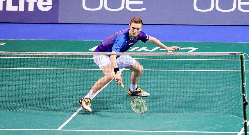 Badmintonspilleren Viktor Axelsen under en kamp for det danske landshold i badminton.