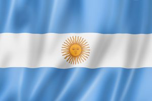 Argentinas flag med lyseblå i toppen og bunden og hvidt i midten med en sol
