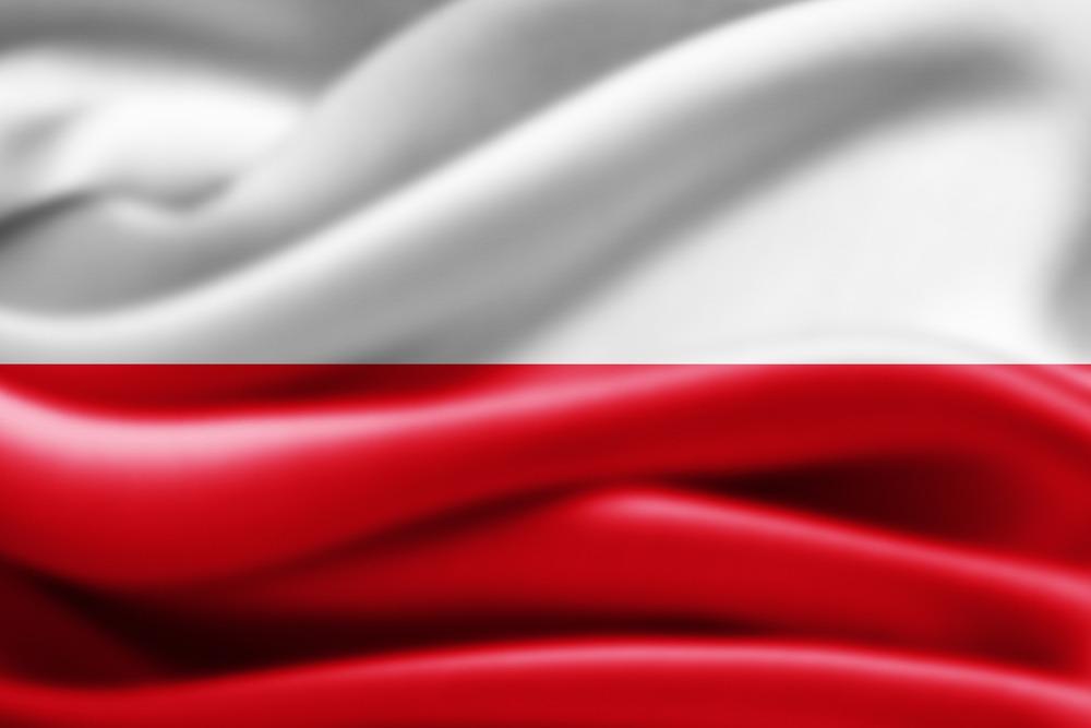 Det polske flag i sine hvide og røde farver, med bølger i flaget.