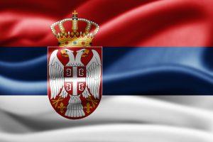 Serbiens flag, der bølger i vinden