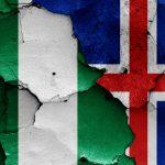 Det nigerianske og islandske flag sat sammen forud for kampen ved VM 2018