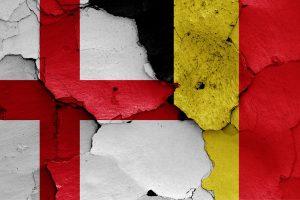 Engelsk og belgisk flag VM 2018