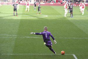 Kasper Schmeichel i kamp for fodboldklubben Leicester City imod Arsenal