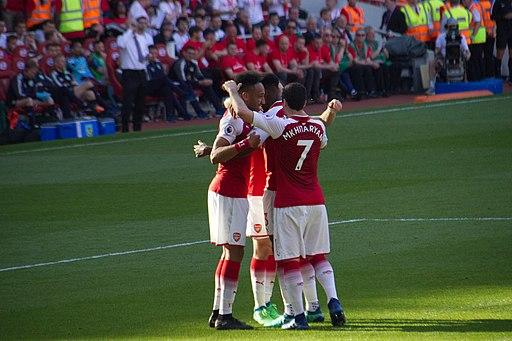 Pierre-Emerick Aubameyang fejrer et mål mod Burnley