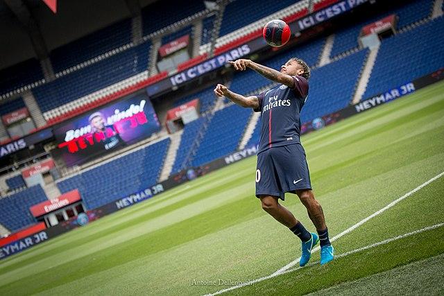 Den brasilianske fodboldspiller Neymar under sin præsentation i Ligue 1-klubben Paris Saint-Germain.